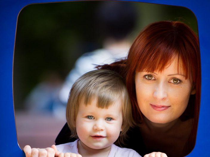 zdjęcia rodzinne na placu zabaw
